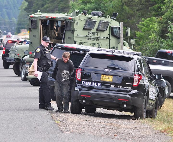 Siuslaw News | Local police, sheriffs serve warrants and arrest 6 Friday